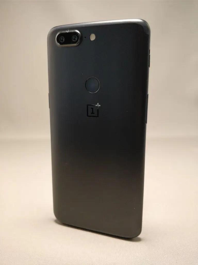 OnePlus 5T 裏5