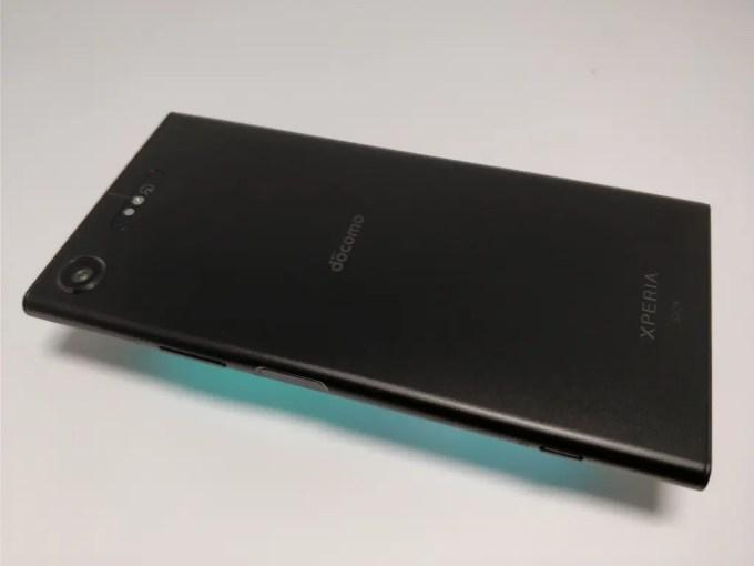 Sony Xperia XZ1 裏面 斜め