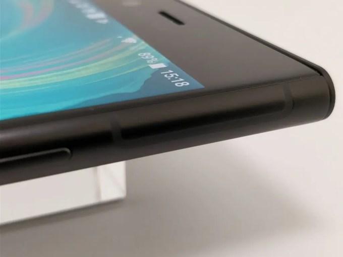 Sony Xperia XZ1 アンテナライン