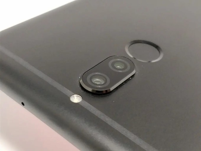 Huawei Mate 10 Lite リアカメラ ななめ