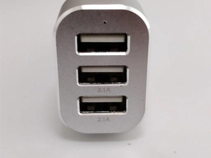 dodocool 3口 USBカーチャージャー シガーソケット 表