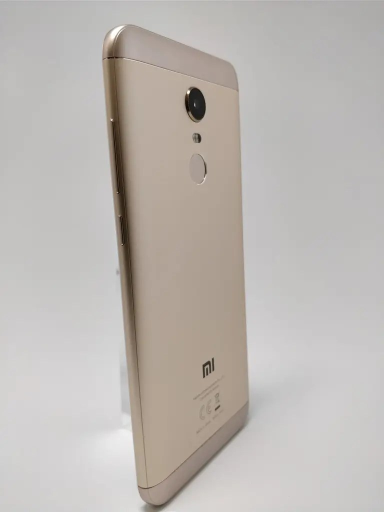 Xiaomi Redmi 5 Plus 裏 21