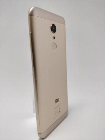 Xiaomi Redmi 5 Plus 裏 21