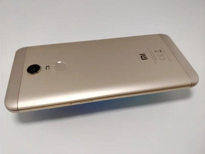 Xiaomi Redmi 5 Plus 裏 斜め2
