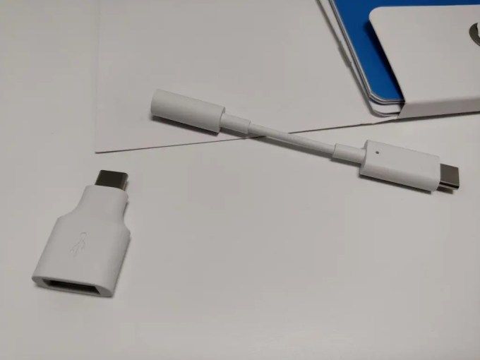 Pixel 2 XL USBケーブル・イヤホン