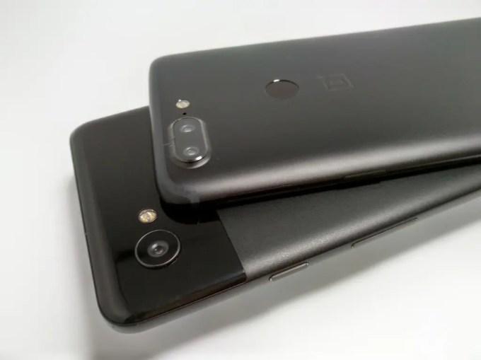 Pixel 2 XL OnePlus 5T 比較 裏 斜め2
