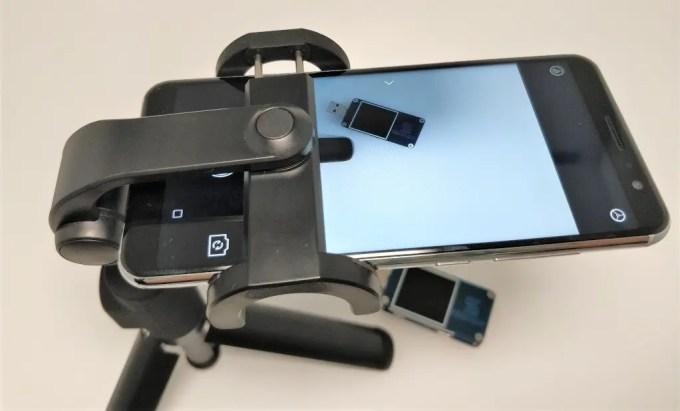 Xiaomiスマホ用自撮り棒本体に装着できるBluetoothシャッター Xiaomiスマホ用自撮り棒 本体とBTシャッター Xiaomi スマホ折りたたみ三脚・自撮り棒10 Xiaomiスマホ用自撮り棒 前かがみ スマホ