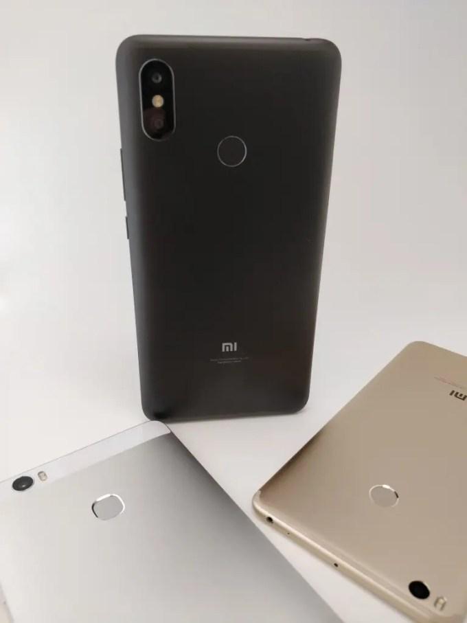 Xiaomi Mi Max 3 VS Huawei honor note 8 裏