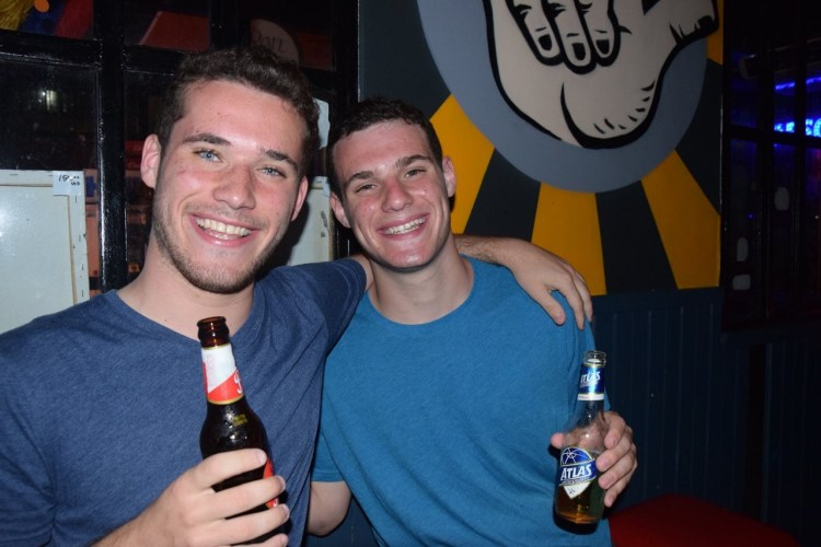 panama bar crawl - meet guys