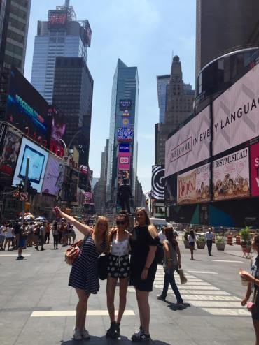 NYC: Friends in times square