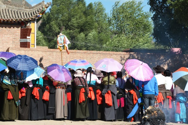Tibetan ladies, Audience corner from the back.