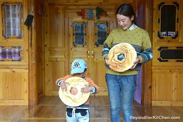 Go Re Na Ji, Tibetan bread, ring-shaped bread, baked goods