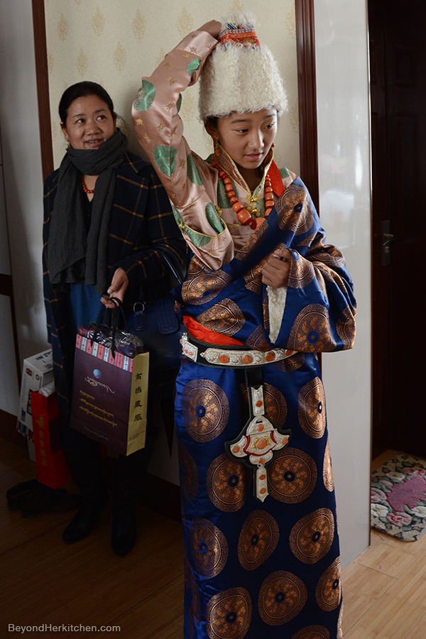 Gift-giving, Losar, Tibetan gild, Losar celebration