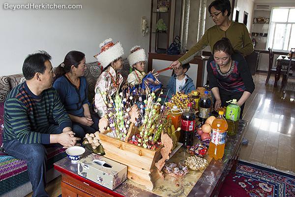 Losar, Tibetan custom, Tibetan family
