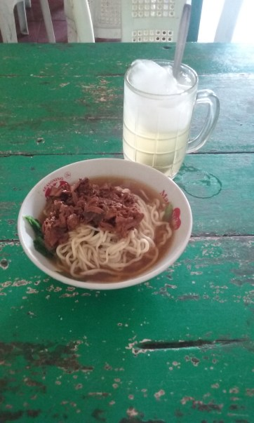 Mie ayam and es jeruk