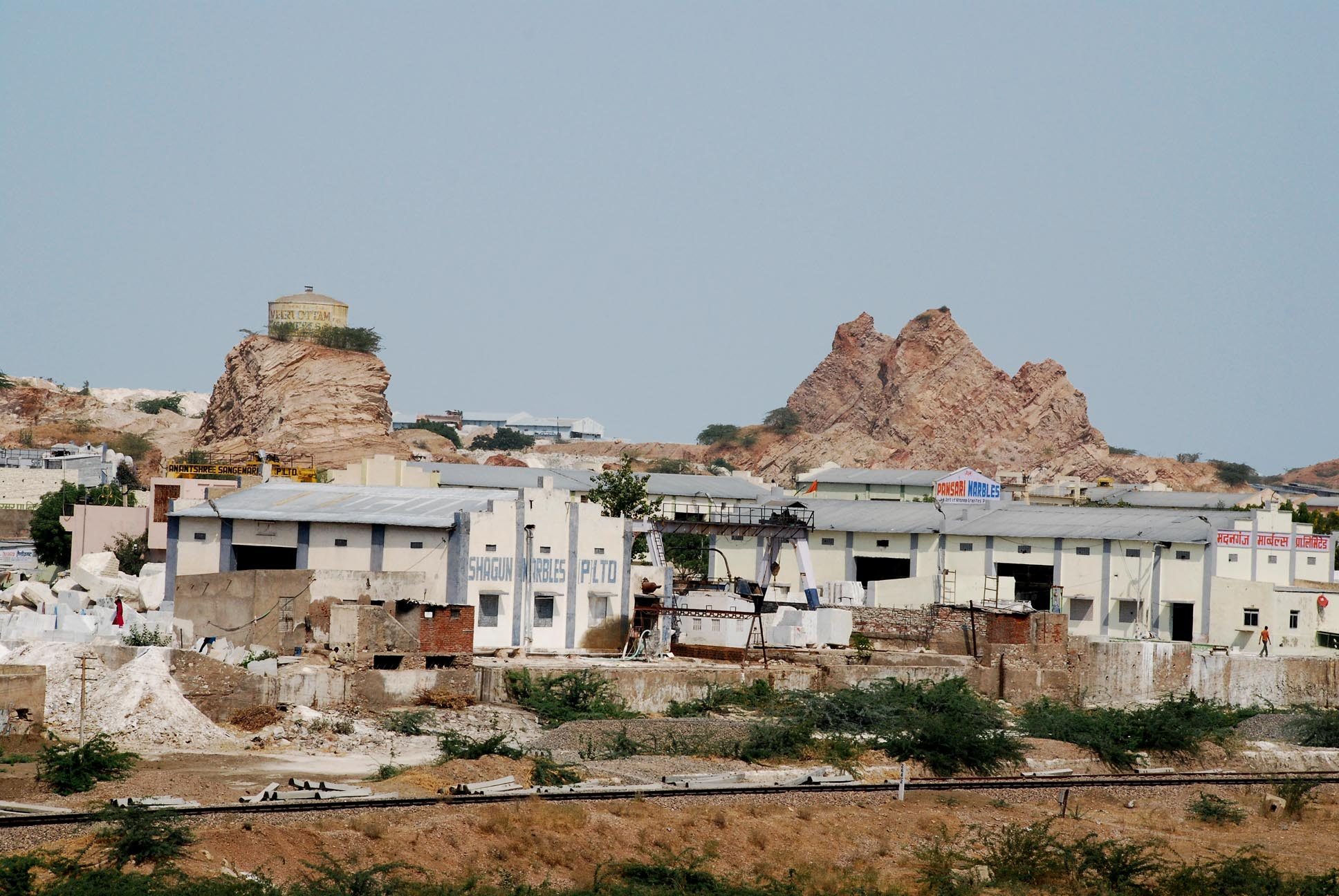 These hills were once very high. On the outskirts of Kishangarh