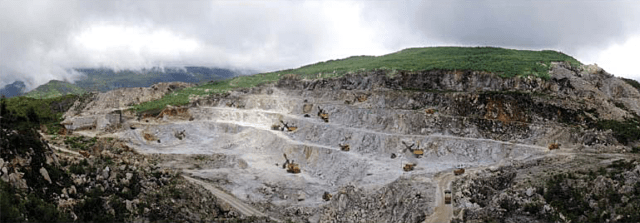 A view of a portion of the surface mining operations at the Taehung Youth Hero Mine. (Foreign Trade, 2018, No. 107-01)
