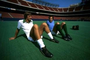 Cruyff & Beckenbauer, New York Cosmos training Giants Stadium