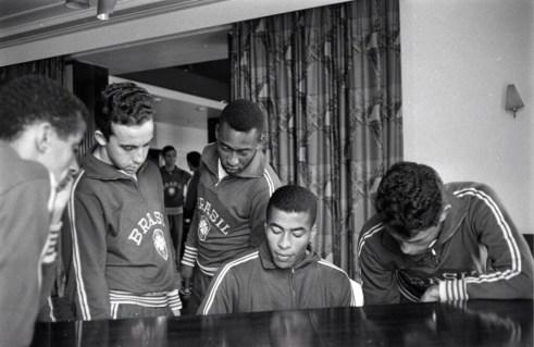 Jairzinho plays the piano, World Cup 1966