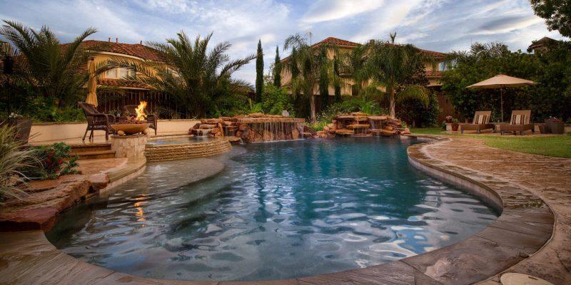 Marvelous swimming pool bathroom design #swimmingpools #homedecor #indoorpool #outdoorpool