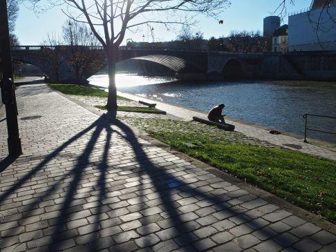 Autumn sun by the River Seine.