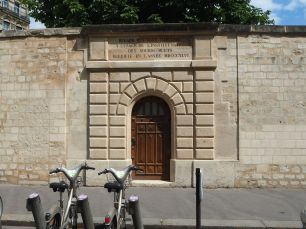 A door for looking at water. A network of aqueducts, drawing water from springs and natural underground aquifers, supplied Paris with drinking water from the 15th to 19th centuries. A 'regard' allowed those responsible for a particular supply to check its flow and purity.