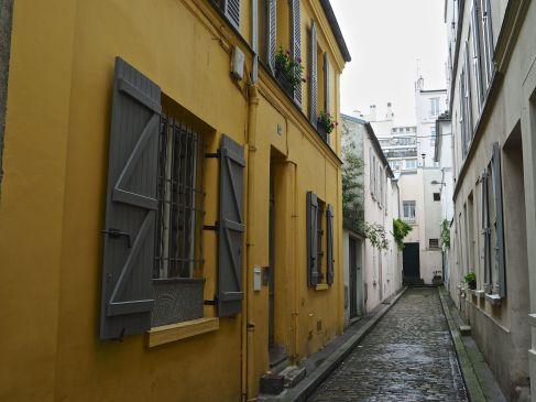 Back street colour, Paris 13, June