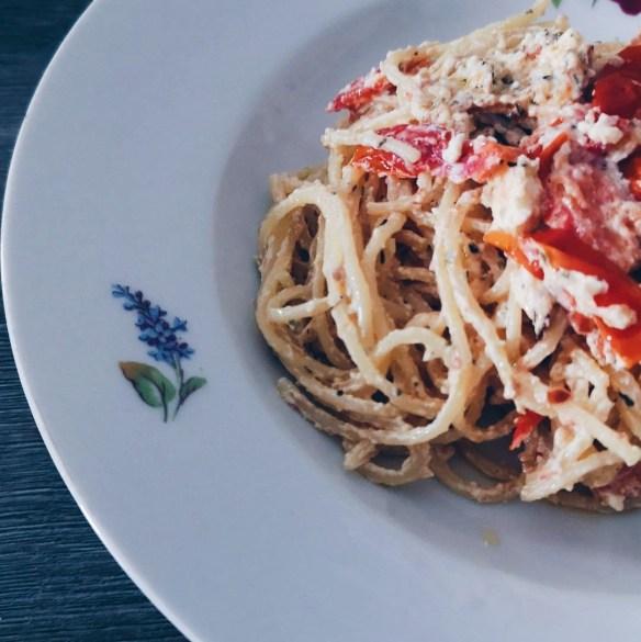 recette tiktok spaghetti feta tomates uunifetapasta