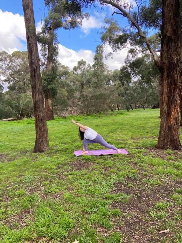 parsvakonasana, side angle pose, yoga, yoga teacher, yoga in camberwell, yoga psychology, meditation, mindfulness, breathing exercises, pranayama, private yoga classes