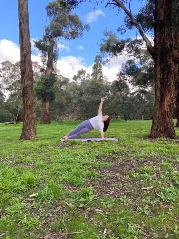 vasisthasana, plank pose, yoga, yoga teacher, yoga in camberwell, yoga psychology, meditation, mindfulness, breathing exercises, pranayama, private yoga classes