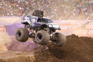Monster Jam Path of Destruction Rocks the MetLife Stadium! #NYNJMonsterJam