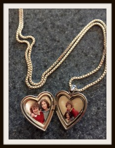 Lockets from Pictures on Gold #Review #Lockets @USFG