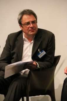 Christoph Scheule vom BR führte durch die Podiumsrunden