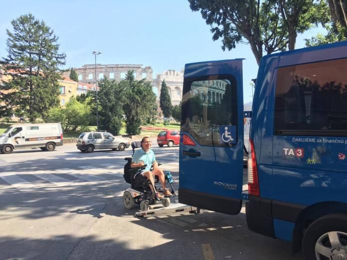 asistenčná služba pre ľudí na invalidnom vozíku