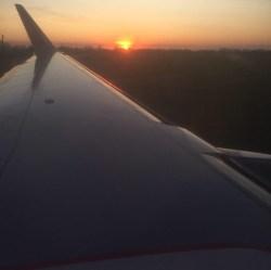 Самолет рассвет фото