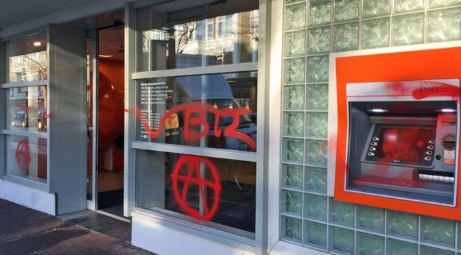 Pinautomaten Theresiastraat vernield door anarchisten