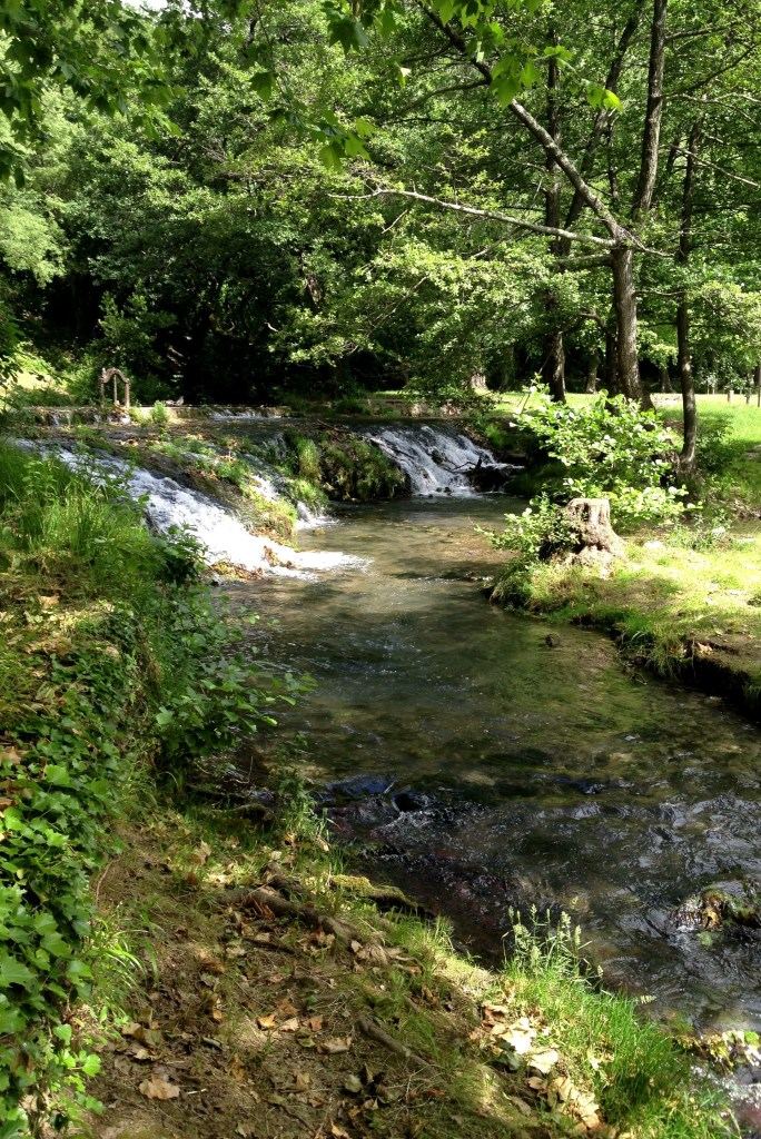River runs through the valley