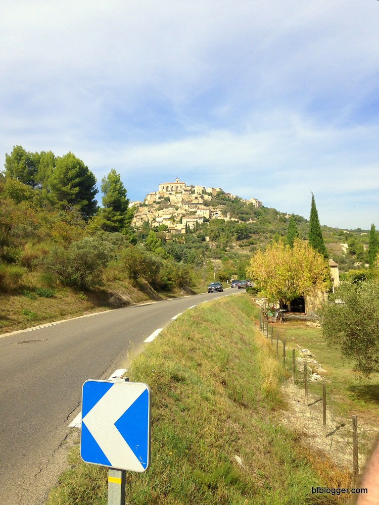 Road leading to Gordes