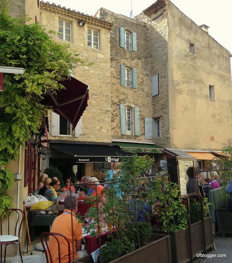 Crowded cafe in Gordes