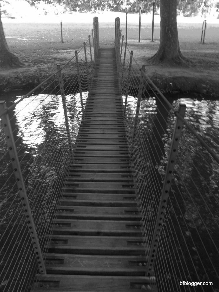 Swinging bridge in Uzes