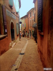 Ochre-Tinted houses in Roussillon