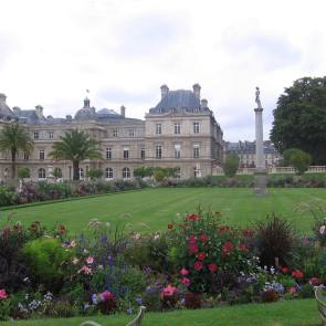 Jardin du Luxembourg - Cobblestone and Vineyard