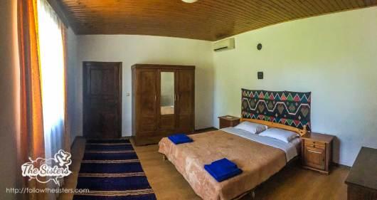 Двойно-легло-в-къща-за-гости-Левана-Българево
