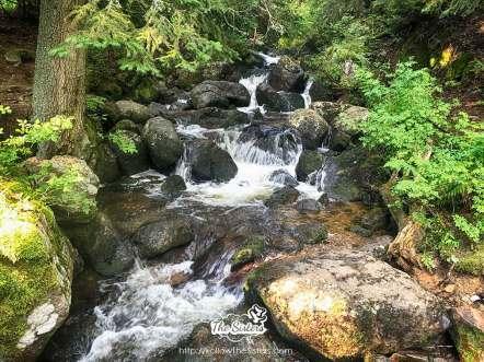 Малък-водопад-по-пътя-за-Черни-връх