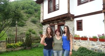 Нина Ели и Светла в Комплекс Косовските къщи