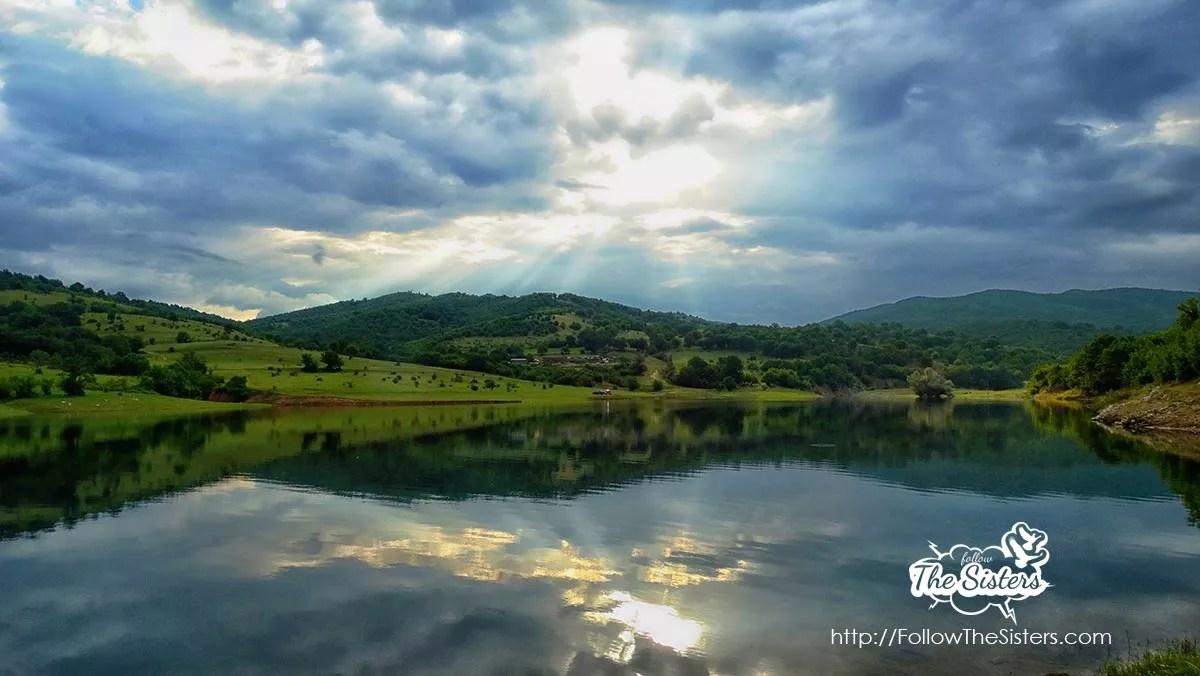 Язовир-Домлян-и-слънчевите-лъчи
