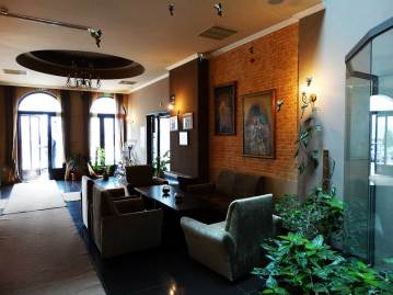 Hotel-Neprun-Floae