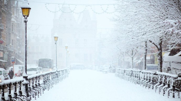 Snowy pathway for white Christmas - How the Myth of a White Christmas Affects Your Business