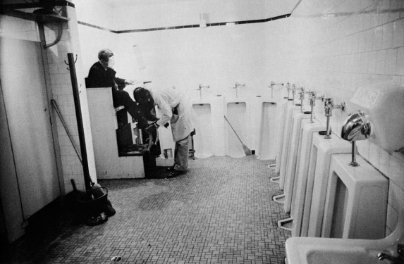 robart-frank-mens-room-railway-station-memphis-tennesee