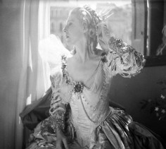Lady Diana Cooper was dressed in a costume designed by Oliver Messel and wig by Stanley Hall based on the original in Tiepolo's fresco. Cecil Beaton took a photograph of her that night that she loved so much she used it as her passport photo.